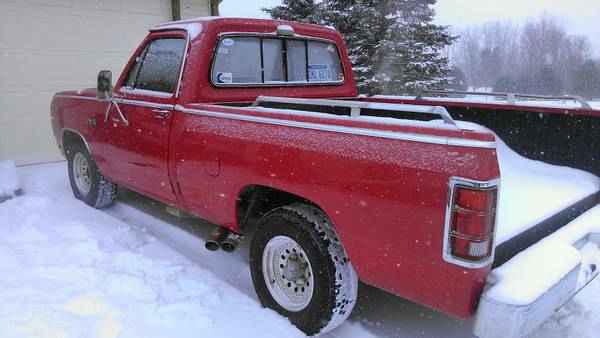 1985 Dodge D150-Regular-Cab
