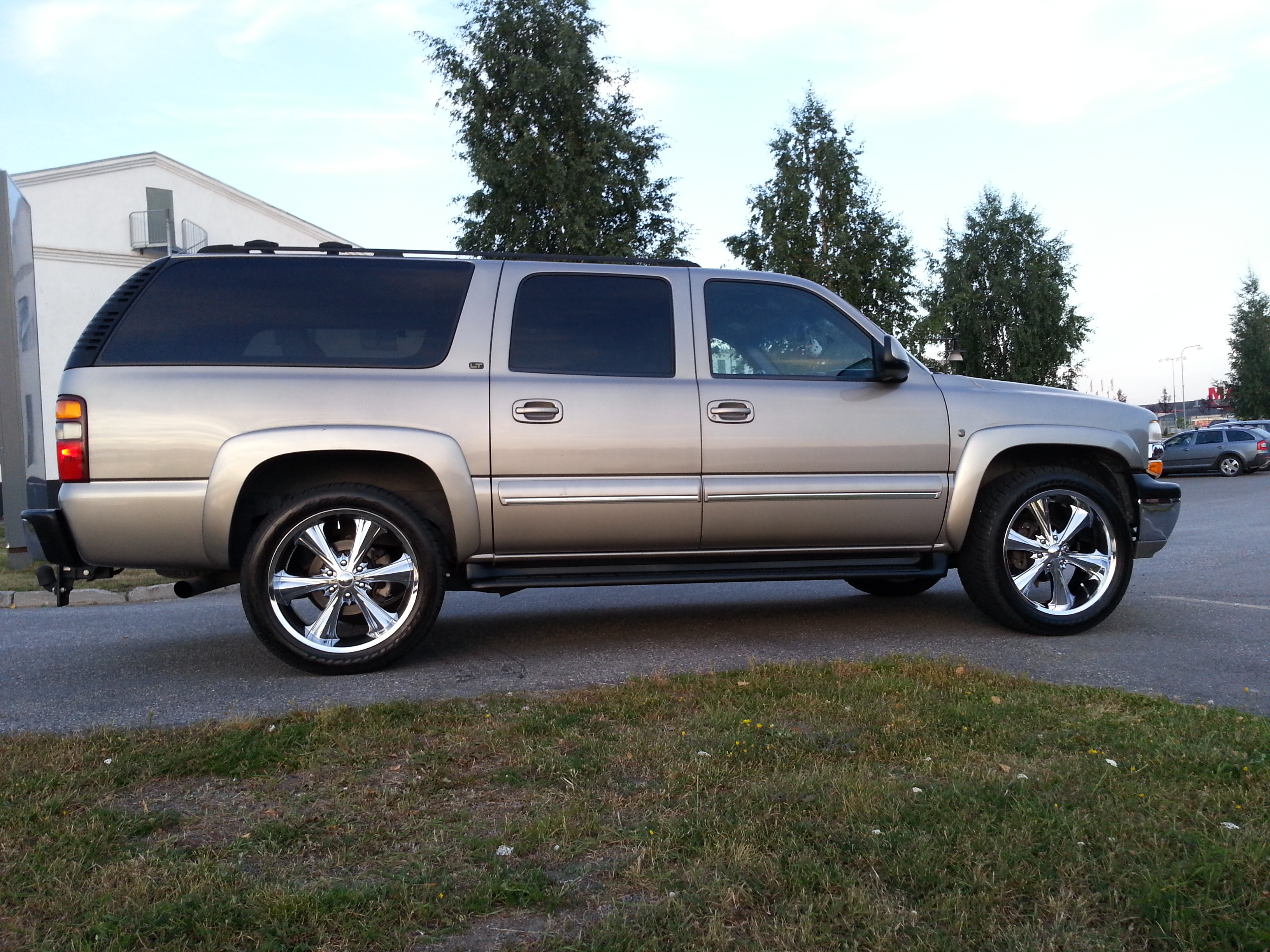 2007 chevrolet suburban reviews pictures and prices us autos post. Black Bedroom Furniture Sets. Home Design Ideas